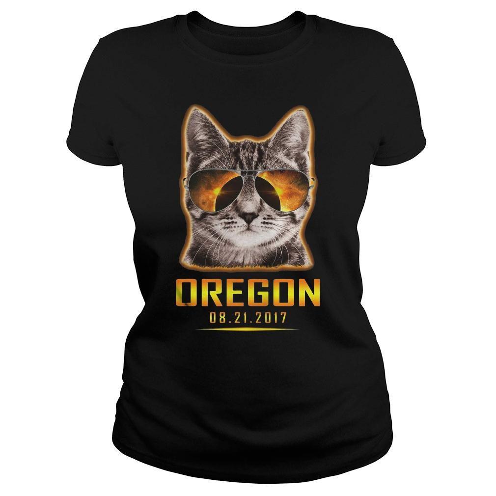 Cat is watching Oregon total solar eclipse 2017 shirt ladies tee