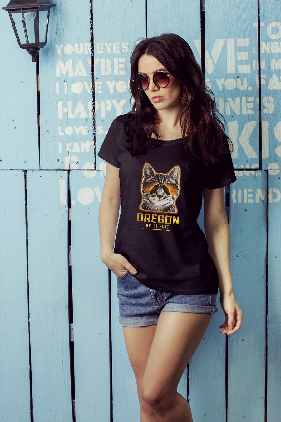 Cat is watching Oregon total solar eclipse 2017 shirt ladies tee official