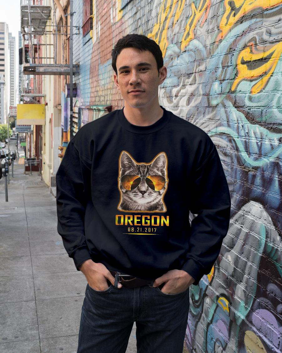 Cat is watching Oregon total solar eclipse 2017 shirt sweater unisex