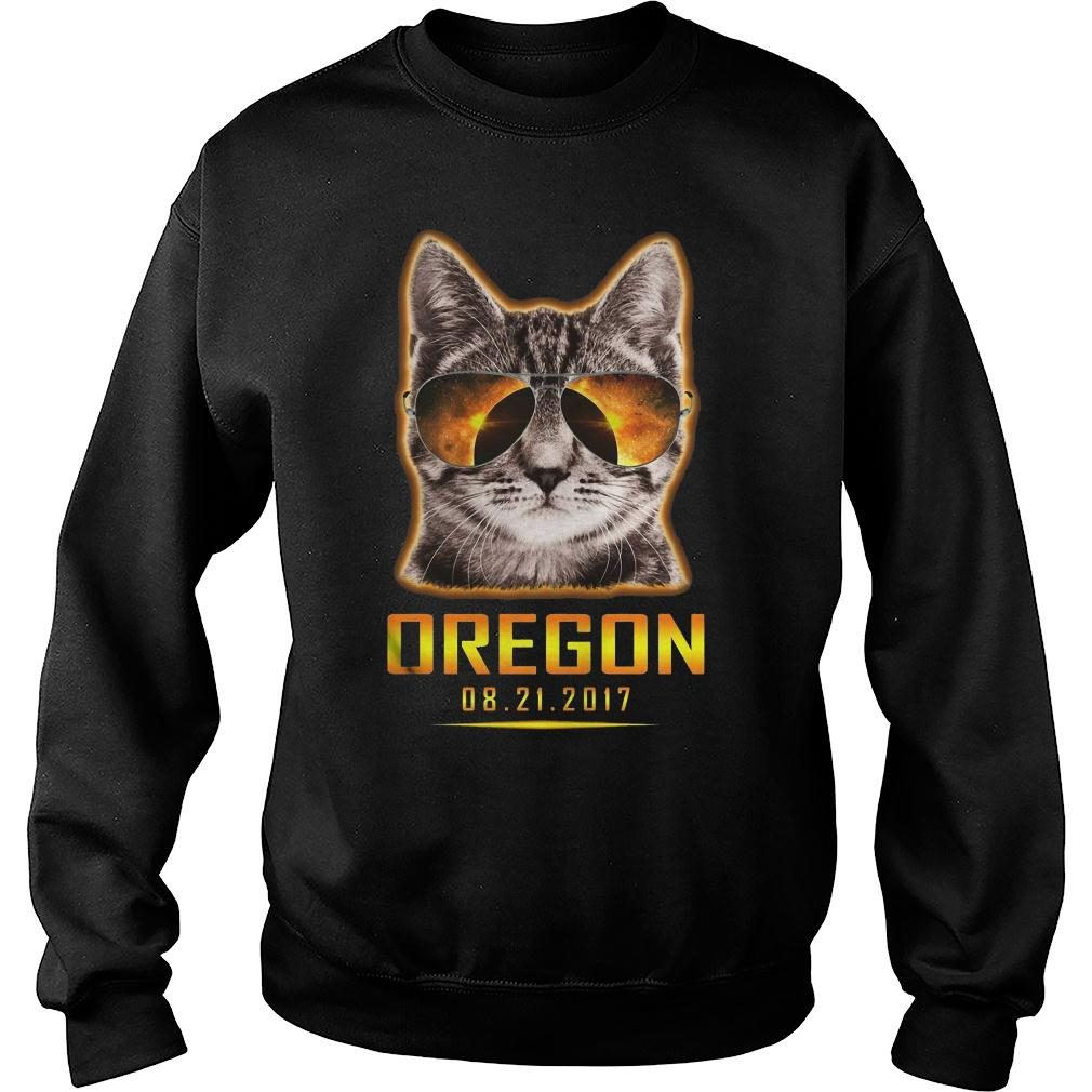 Cat is watching Oregon total solar eclipse 2017 shirt sweater